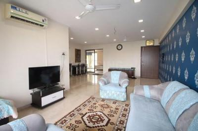 Gallery Cover Image of 3000 Sq.ft 3 BHK Apartment for rent in Santacruz West for 275000