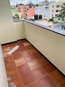 Gallery Cover Image of 1000 Sq.ft 1 BHK Apartment for rent in Indira Nagar for 28000