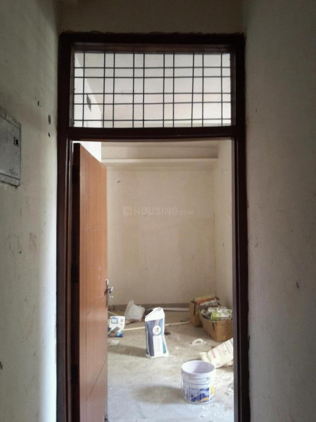 Main Entrance Image of 450 Sq.ft 1 BHK Apartment for buy in Chhattarpur for 1750000