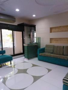 Gallery Cover Image of 1100 Sq.ft 2 BHK Apartment for rent in Andheri East for 75000