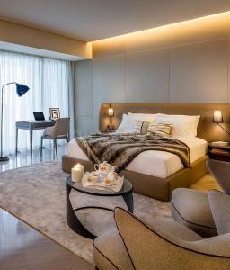 Gallery Cover Image of 1010 Sq.ft 2 BHK Apartment for buy in Piramal Aranya Avyan Tower, Byculla for 25400000