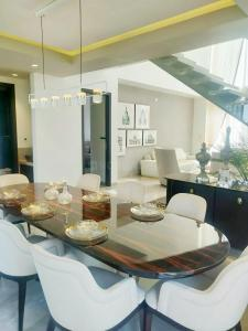 Gallery Cover Image of 1570 Sq.ft 3 BHK Apartment for buy in Byculla for 41000000