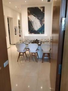 Gallery Cover Image of 1069 Sq.ft 2 BHK Apartment for buy in Thane West for 10900000