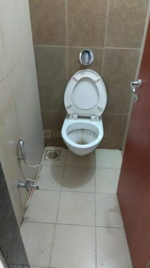 Common Bathroom Image of 400 Sq.ft 1 RK Apartment for rent in Kandivali East for 14000