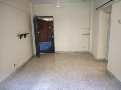 Gallery Cover Image of 700 Sq.ft 2 BHK Apartment for rent in Andheri West for 42000