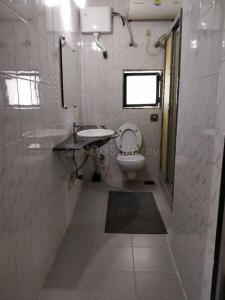 Bathroom Image of PG 5543673 Vile Parle West in Vile Parle West