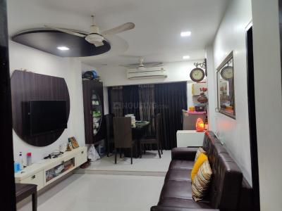 Gallery Cover Image of 700 Sq.ft 2 BHK Apartment for buy in Purvi CHS, Kandivali West for 15500000