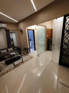Gallery Cover Image of 750 Sq.ft 1 BHK Apartment for buy in Kandivali West for 8739000