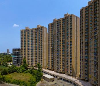 Gallery Cover Image of 800 Sq.ft 2 BHK Apartment for buy in Malad West for 15400000