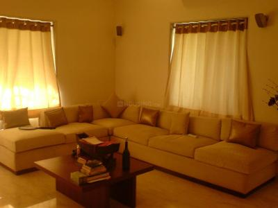 Gallery Cover Image of 3000 Sq.ft 3 BHK Apartment for rent in Juhu for 350000