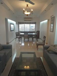Gallery Cover Image of 1300 Sq.ft 2 BHK Independent Floor for rent in Worli for 100000