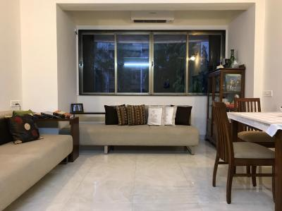 Gallery Cover Image of 900 Sq.ft 1 BHK Apartment for rent in Poonam, Bandra West for 70000