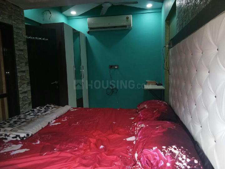 जोगेश्वरी वेस्ट में हाशमी के बेडरूम की तस्वीर