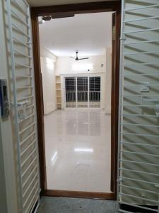 Gallery Cover Image of 1800 Sq.ft 3 BHK Apartment for rent in Kodambakkam for 35000