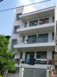 Gallery Cover Image of 4000 Sq.ft 10 BHK Independent House for rent in Sector 71 for 100000