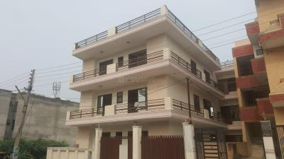 Gallery Cover Image of 2430 Sq.ft 4 BHK Independent Floor for buy in Green Field Colony for 6856000
