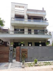 Gallery Cover Image of 2500 Sq.ft 3 BHK Apartment for rent in Sector 92 for 48000