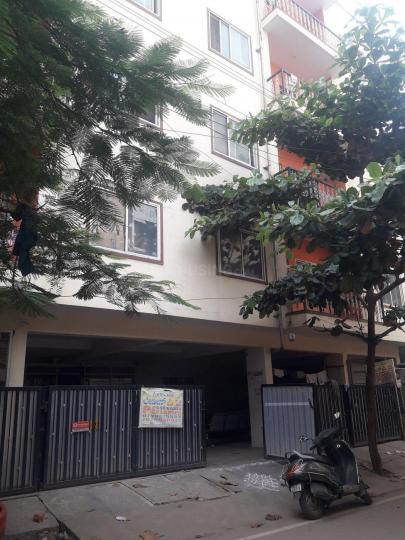 मराठाहल्लि में श्रीनिवासा पीजी में बिल्डिंग की तस्वीर