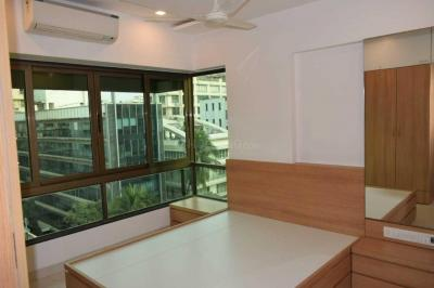 Gallery Cover Image of 1050 Sq.ft 2 BHK Apartment for rent in Santacruz West for 115000