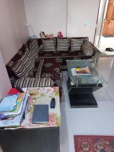 Gallery Cover Image of 1185 Sq.ft 2 BHK Apartment for rent in Shivam Priory, Makarba for 18000