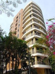 Gallery Cover Image of 1960 Sq.ft 3 BHK Apartment for rent in Juhu for 135000