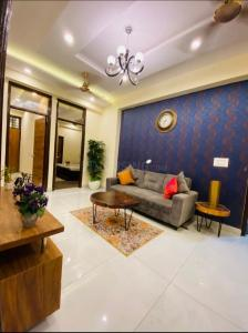 Gallery Cover Image of 925 Sq.ft 2 BHK Apartment for buy in Vihaan Galaxy, Kulesara for 2400000