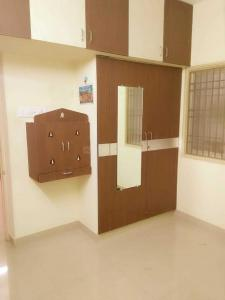 Gallery Cover Image of 1300 Sq.ft 2 BHK Apartment for rent in Selaiyur for 15000