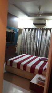 Gallery Cover Image of 1350 Sq.ft 3 BHK Apartment for rent in DLH Swakrut, Andheri West for 75000