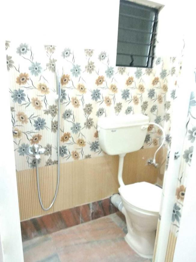 Bathroom Image of 600 Sq.ft 1 RK Apartment for rent in Keshtopur for 5000