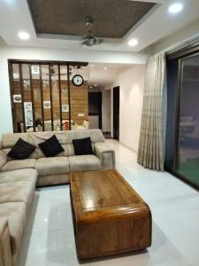 Gallery Cover Image of 2350 Sq.ft 3 BHK Apartment for buy in Binori Solitaire, Bopal for 11000000