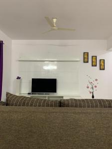 Gallery Cover Image of 1250 Sq.ft 1 BHK Apartment for rent in Whitefield for 20000
