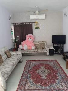 Gallery Cover Image of 950 Sq.ft 2 BHK Apartment for rent in DDA Flats Munirka, Munirka for 35000