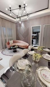 Gallery Cover Image of 900 Sq.ft 2 BHK Apartment for buy in Dosti Kandivali West, Kandivali West for 11000000