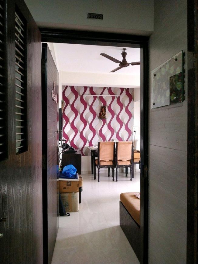 Main Entrance Image of 600 Sq.ft 1 BHK Apartment for buy in Malad West for 10700000