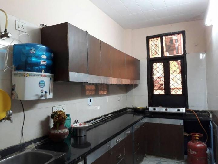 राजौरी गार्डन में रिज़र्व्ड पॉइंट पीजी के किचन की तस्वीर