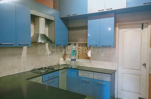 इलेक्ट्रॉनिक सिटी में एसजेआर इक्विनॉक्स अपार्टमेंट के किचन की तस्वीर