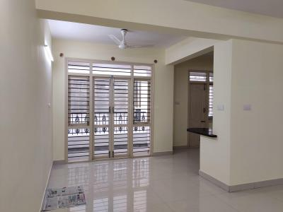 Gallery Cover Image of 1200 Sq.ft 2 BHK Apartment for rent in Domlur Layout for 32000