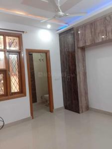 Gallery Cover Image of 650 Sq.ft 2 BHK Independent Floor for buy in Dwarka Mor for 2400000