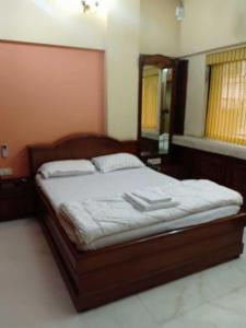Gallery Cover Image of 1500 Sq.ft 3 BHK Independent Floor for rent in Santacruz East for 100000