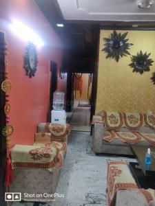 Gallery Cover Image of 1800 Sq.ft 3 BHK Independent Floor for buy in Model Town for 16000000