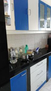 Gallery Cover Image of 830 Sq.ft 2 BHK Apartment for rent in Lokhandwala Green Hills CHS, Kandivali East for 30000