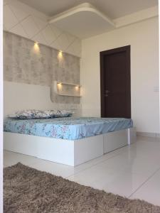 Gallery Cover Image of 4200 Sq.ft 4 BHK Independent Floor for buy in Ahinsa Khand for 16000000