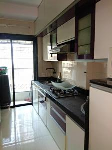 Gallery Cover Image of 920 Sq.ft 2 BHK Apartment for rent in Malad West for 40000