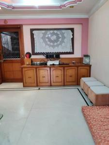 Gallery Cover Image of 1100 Sq.ft 2 BHK Apartment for buy in Andheri West for 20000000