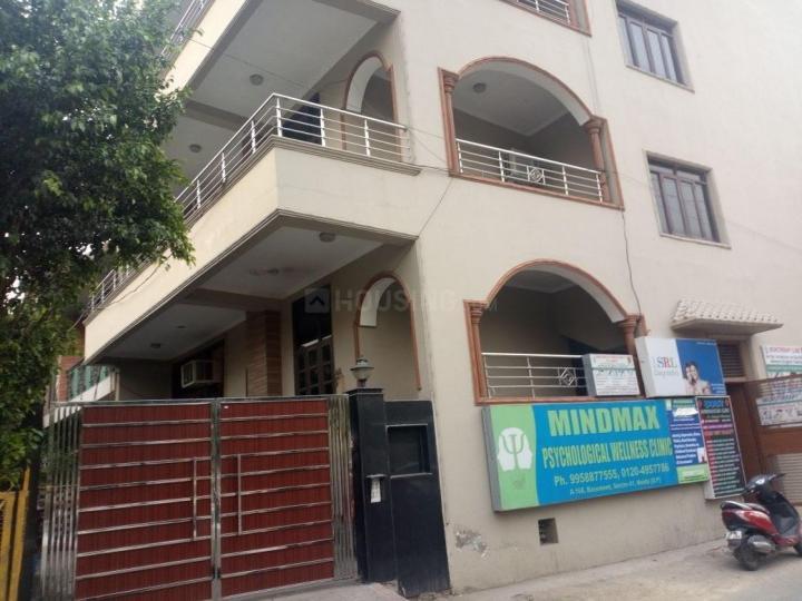 सेक्टर 41 में दिशा गर्ल्स पीजी के बिल्डिंग की तस्वीर