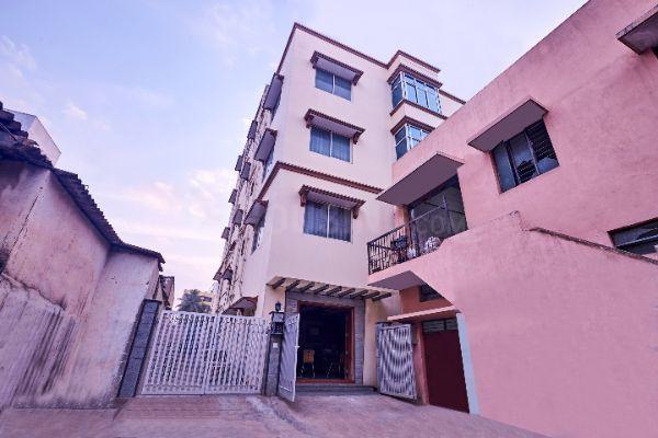 ओयों लाइफ बीएलआर1244 इन राजाजीनगर के बिल्डिंग की तस्वीर