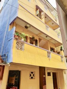 Gallery Cover Image of 3600 Sq.ft 10 BHK Independent Floor for buy in Royapettah for 27500000