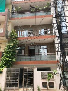 Gallery Cover Image of 2000 Sq.ft 3 BHK Independent Floor for buy in Sector 49 for 6500000