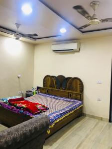Gallery Cover Image of 900 Sq.ft 2 BHK Independent Floor for rent in Ramesh Nagar for 22000