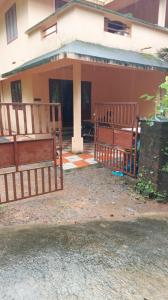 Gallery Cover Image of 1050 Sq.ft 3 BHK Independent Floor for rent in Kunnamangalam for 9000